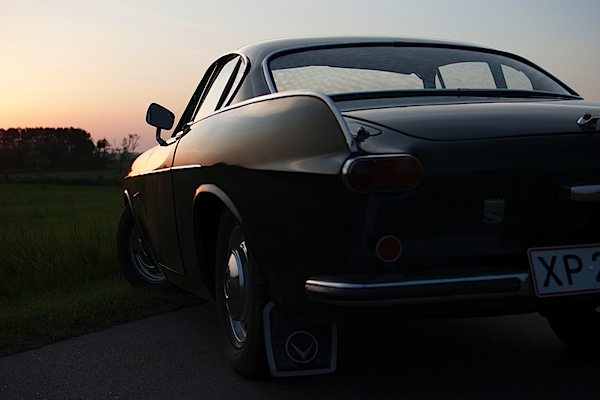 VolvoP1800-sunset-original.jpg