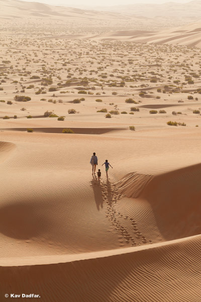 Kav-Dadfar-People-In-Photos-UAE-Desert