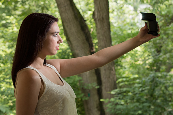 Using Off-camera Flash to Fix Lighting Problems for Outdoor Portraits:,Lighting