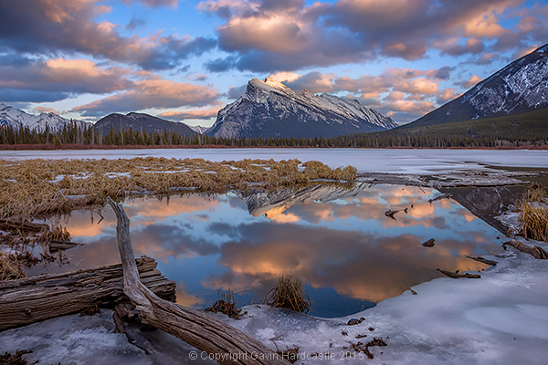 http://digital-photography-school.com/wp-content/uploads/2015/03/vermillion-lakes-mirror-world-gavin-hardcastle.jpg