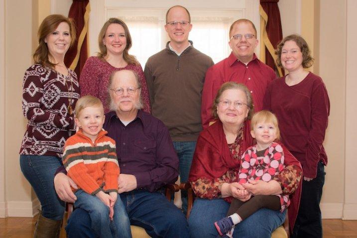 http://digital-photography-school.com/wp-content/uploads/2015/04/family-portrait-717x478.jpg