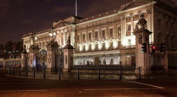 Night Photographer's Toolkit - Buckingham Palace picture