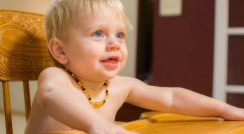 kid-dinner-table-eating