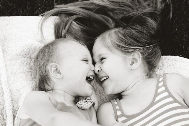 posing-young-siblings-5