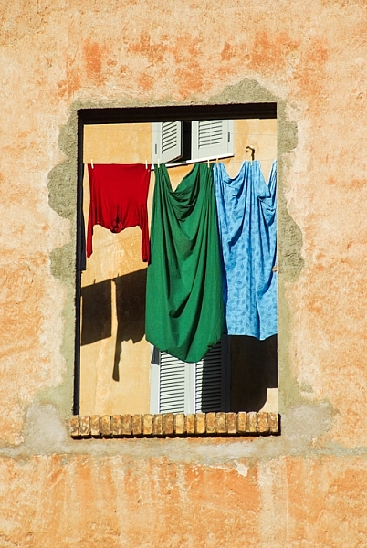 Rome - laundry - captured with a 28-200 tamron lens