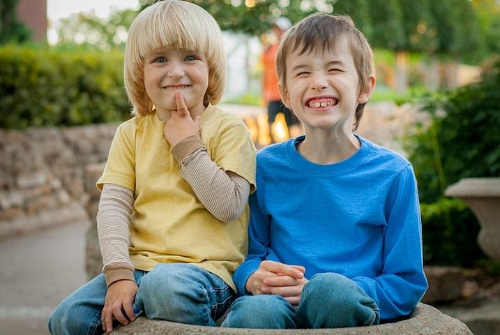 photographing-kids-boys-flowerpot