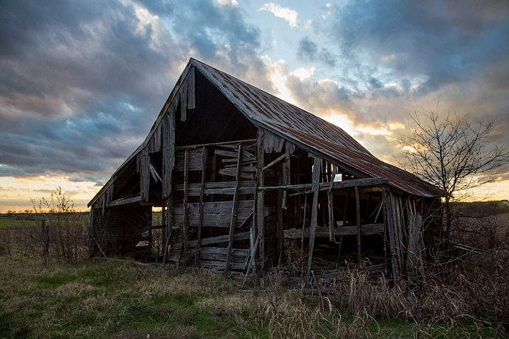 http://digital-photography-school.com/wp-content/uploads/2016/02/Barn-DPSexample-717x478.jpg