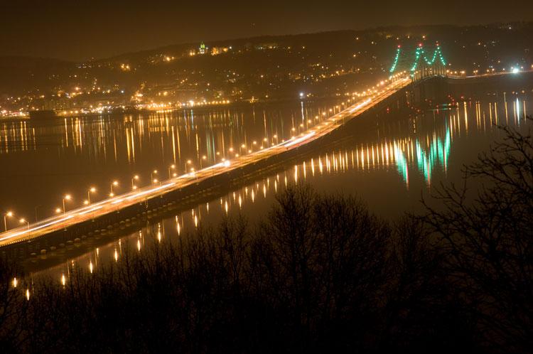 Tappan zee bridge at night