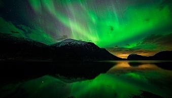 Innfjorden-Aurora-Horizontal-Reflections
