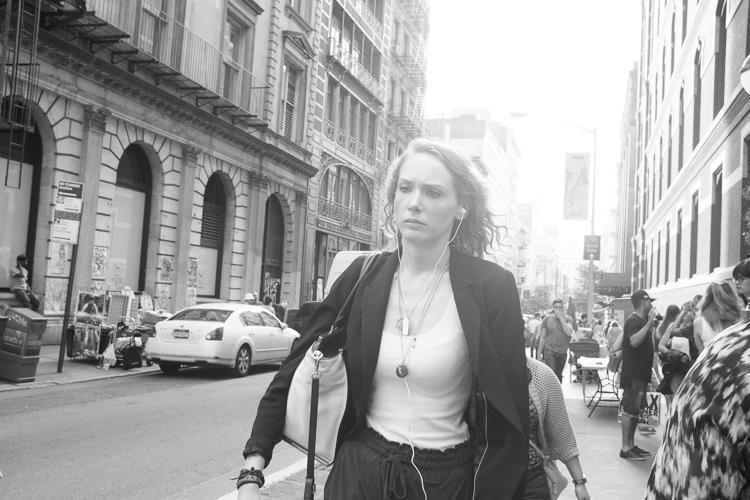 http://digital-photography-school.com/wp-content/uploads/2016/09/woman_prince_street.jpg