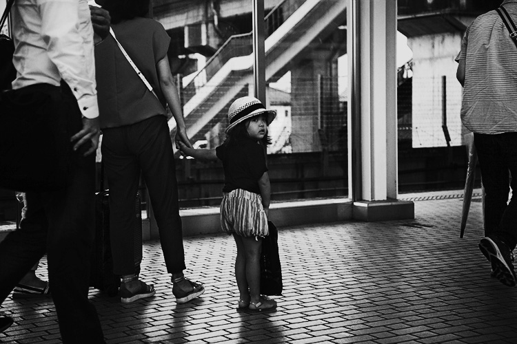 5 Tips for Shooting Glass to Enhance Your Street Photographs 1